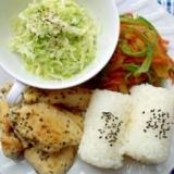鶏ムネ肉の香草焼きと金平のワンプレート