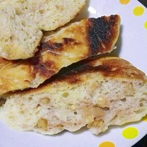 フライパンde捏ねない胡麻とクルミのパン