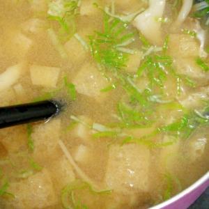 キノコの旨味引き立つ♪キノコと油揚げのお味噌汁