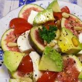 モッツァレラいちじくトマトアボカドサラダ