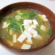 *チンゲン菜と豆腐の味噌汁*