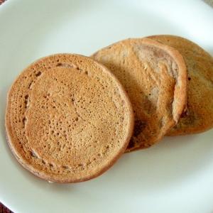 シリアルとサルタナレーズンの大豆粉ココアパンケーキ
