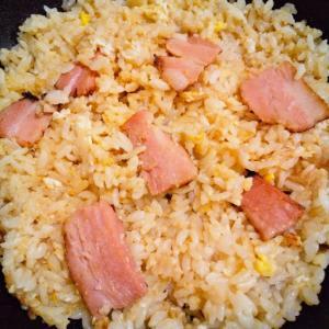 ベーコンと卵のチャーハン