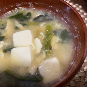 生姜と豆腐とほうれん草と油揚げときくらげの味噌汁