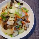 白菜と生きくらげと野菜の塩餡かけ皿うどん