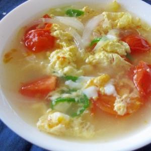 身体が温まる☆とろ~り美味しい♪トマたまスープ