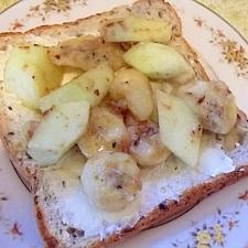 朝食に♡フルーツソテーとクリームチーズのトースト