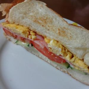 朝食に!ボリュームたっぷりサンドイッチ