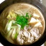 豚水菜白菜えのき豆腐のペッパーと鶏ガラが味噌な鍋♡