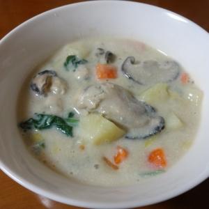 牡蠣入り和風豆乳スープ