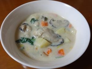 ポカポカ温まる!牡蠣入り和風豆乳スープ