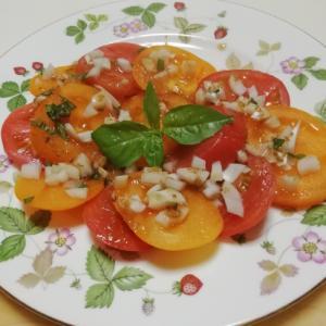 カラフルトマトのオニオンバジルサラダ