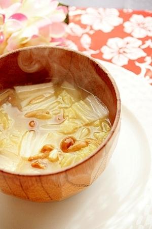 ほっとするお味噌汁(なめこ・白菜入り)
