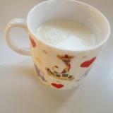 ヨーグルト、牛乳、砂糖で飲むヨーグルト♪