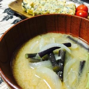 春!わらびと新玉ねぎのお味噌汁☆簡単!美味しい☆
