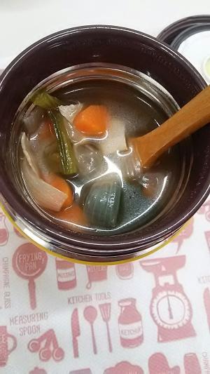 スープジャー☆で野菜たっぷりコンソメスープ!