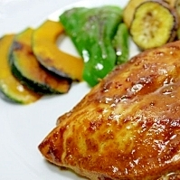 鶏のカレーにんにく照り焼き★夏野菜のソテーを添えて