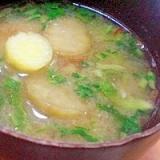 「茄子とサツマイモ、大根の間引き菜のお味噌汁」