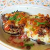 丸ナスのトマト肉味噌チーズ焼き