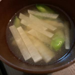 大根と絹さやの味噌汁