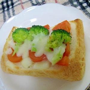 トマトとブロコのトースト