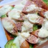 ゴーヤとソーセージのピザトースト