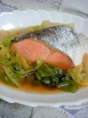 出汁まで美味しい◎鮭と白菜の煮物