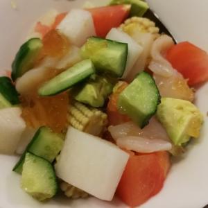 コンソメゆず胡椒ゼリーの海鮮サラダ