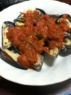 ムール貝のトマトソース掛け