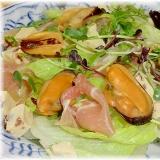 クリスマスにムール貝と生ハム,チーズの豪華サラダ