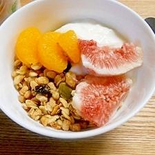 忙しい朝に♪フルグラフルーツヨーグルトミルク☆