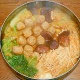 白菜とキノコのピリ辛肉だんご鍋