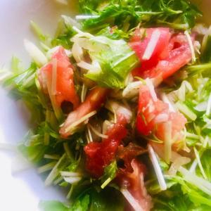 水菜とトマトとキャベツのサラダ