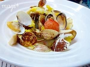 キノコとお野菜入り♪あさりの白ワイン蒸し。