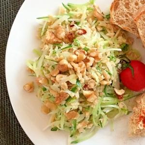大豆ミートのタイ風そぼろと千切り野菜のサラダ