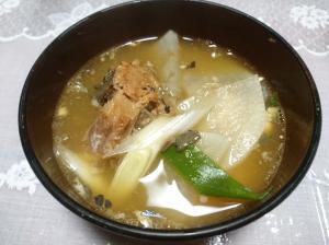 鯖の味噌煮缶で丸ごとお味噌汁
