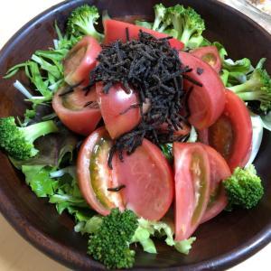 トマトと塩昆布のサラダ