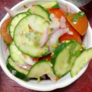 キュウリとトマトと赤玉ねぎの三杯酢和え@鰹土佐味