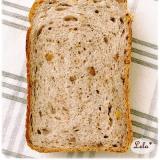クルミと全粒粉の食パン @ ホシノ天然酵母
