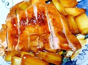 鶏もも肉のしぎ焼き☆焼きネギと一緒にテリヤキチキン