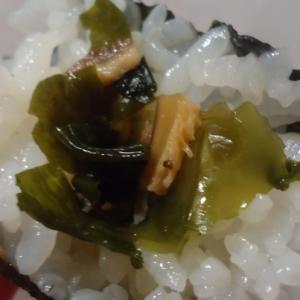 胡麻油風味のワカメ手巻き寿司