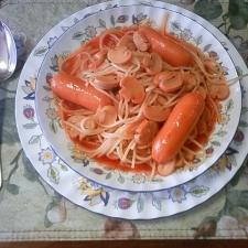 フランクフルトが美味しいトマトソーススパゲッティ