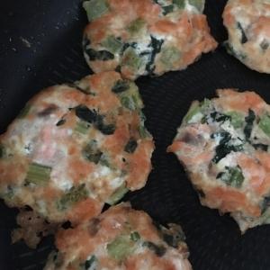 離乳食後期 鮭と豆腐のハンバーグ