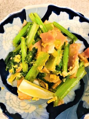 小松菜とベーコンの卵炒め