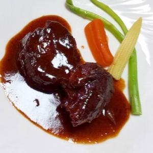牛肉の赤ワイン煮込
