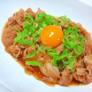 卵黄とろーり♪豚肉のすき煮風