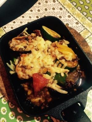 野菜たっぷり!肉味噌のチーズ焼き