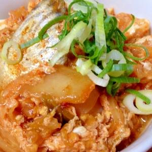 鯖の水煮缶とキムチの卵とじ乗っけ豆腐♡