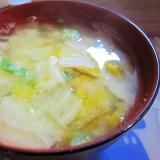 和朝食!白菜とかぼちゃとねぎのお味噌汁