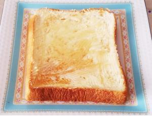メープルシロップとバターのトースト